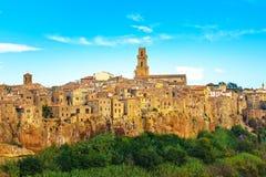 Toscanië, landschap van het het dorpspanorama van Pitigliano het middeleeuwse Italië Stock Foto's