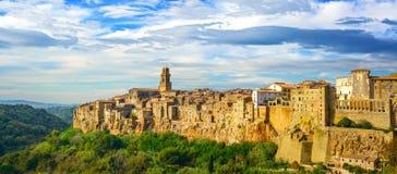 Toscanië, Pitigliano-dorpspanorama. Italië Stock Foto