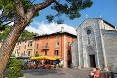 TOSCOLANO-MADERNO,意大利- 2016年9月18日:Toscolano-Maderno、一个镇和comune美丽的景色在湖G西海岸  库存照片