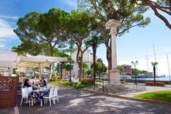 TOSCOLANO-MADERNO,意大利- 2016年9月18日:Toscolano-Maderno、一个镇和comune美丽的景色在湖G西海岸  免版税库存照片