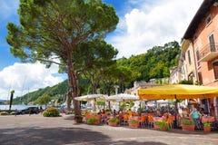 TOSCOLANO-MADERNO,意大利- 2016年9月18日:Toscolano-Maderno、一个镇和comune美丽的景色在湖G西海岸  免版税库存图片