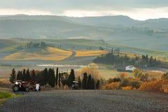Toskańskiej ziemi uprawnej panoramiczny widok, Tuscany, Włochy zdjęcie stock