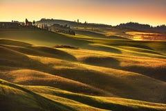 Toskana-Frühling, Rolling Hills auf Sonnenuntergang Landwirtschaftliche Landschaft Grün Lizenzfreie Stockfotografie