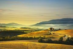 Toskana-Frühling, Rolling Hills auf Sonnenuntergang Landwirtschaftliche Landschaft Grün Lizenzfreies Stockbild