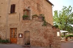 Toskana-Landhaus im Chianti Dorf stockbild