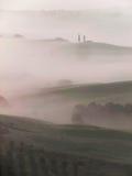Toskana-Landschaft mit Morgennebel Stockfotografie