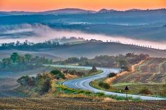 Toskana-Landschaft am Sonnenaufgang Stockfotografie