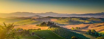 Toskana-Landschaftspanorama bei Sonnenaufgang, Val-dOrcia, Italien Stockfotos
