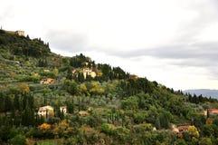 Toskanische Hügelhäuser stockfotografie