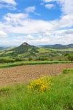 Toskanische Landschaft, Felder und Wiesen nahe Volterra Lizenzfreie Stockbilder