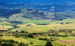 Toskanische Landschaft, Felder und Wiesen nahe Volterra Lizenzfreie Stockfotografie