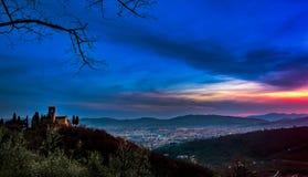 Toskanischer Sonnenaufgang in den Bergen lizenzfreies stockbild