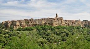 Toskanisches Dorf Pitigliano auf den Tufffelsen Stockfotografie