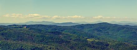 Toskanisches Tal in Italien lizenzfreie stockfotografie