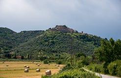 Toskanka krajobraz w chmurnym dniu Zdjęcie Royalty Free