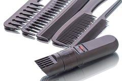 Tosquiadeira e pentes portáteis de cabelo Fotografia de Stock Royalty Free