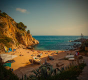 Tossa de Mar, Catalonië, Spanje, 06 17 2013, een klein strand dichtbij C Royalty-vrije Stock Foto