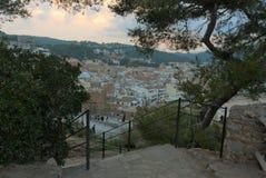 Tossa de Mar, Espanha, em agosto de 2018 Por do sol e vista da cidade da plataforma de observação fotografia de stock royalty free