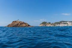 TOSSA DE MAR SPANIEN - 07, 2017: By Tossa de Mar Costa Brava Royaltyfri Fotografi