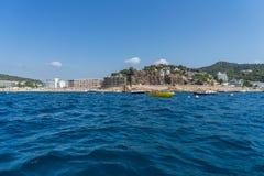 TOSSA DE MAR SPANIEN - 07, 2017: By Tossa de Mar Costa Brava Royaltyfria Foton