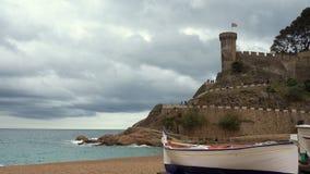 Tossa de Mar, Vila Vella och den sandiga stranden, Costa Brava, Catalonia, Spanien arkivfilmer
