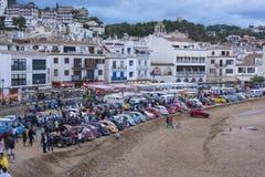 Tossa de mars, Espagne 17 septembre 2016 : Voitures de vintage de Volkswagen garées sur la plage Photo libre de droits
