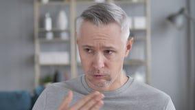 Tosse, retrato de Gray Hair Man Coughing doente video estoque