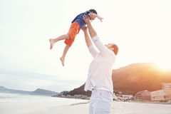 Tossing child dad Royalty Free Stock Photos