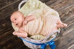 Tossir caucasiano do bebê foto de stock