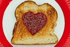 Tostada con el corazón hecho del atasco Imagenes de archivo