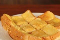 Tostada con mantequilla y la aspersión con el azúcar Fotografía de archivo