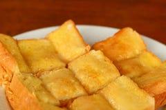 Tostada con mantequilla y la aspersión Foto de archivo
