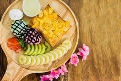 Tostada de la miel con helado Imagen de archivo libre de regalías