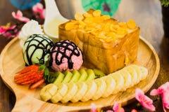 Tostada de la miel con helado Fotografía de archivo