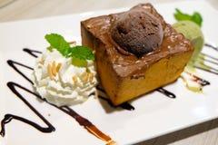 Tostada de la miel con helado del chocolate Imagen de archivo libre de regalías
