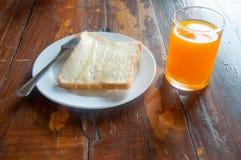 Tostada, jugo y leche del desayuno Foto de archivo