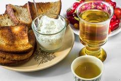 Tostadas, cabaña, té y pimientas foto de archivo libre de regalías