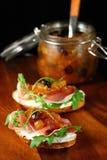 Tostadas con salsa picante de la manzana Foto de archivo libre de regalías