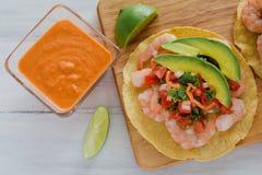 Tostadas de camaron Mexicanas, tostada dos camarões, alimento mexicano alimentos em México, mar fotografia de stock royalty free