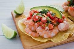 Tostadas de camaron Mexicanas, tostada dos camarões, alimento mexicano alimentos em México, mar imagem de stock royalty free