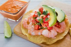Tostadas de camaron Mexicanas, tostada dos camarões, alimento mexicano alimentos em México, mar imagens de stock