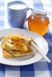 Tostadas, miel, y leche Fotos de archivo libres de regalías