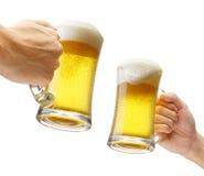 Tostando con le birre Fotografia Stock