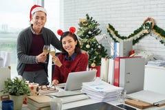 Tostando per il Natale Immagini Stock