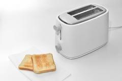 Tostapane con due fette di pane Immagini Stock