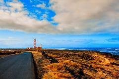 Toston fyr i El Cotillo på Fuerteventura kanariefågelöar Arkivfoton