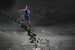 Tot bovenkant die uitdagingen overwinnen stock afbeeldingen