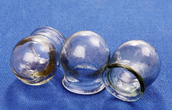 Tot een kom vormend glas. Royalty-vrije Stock Afbeeldingen