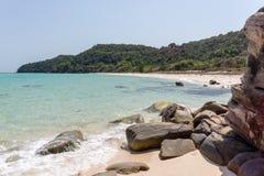 Total überschüssiger Strand auf einer vietnamesischen Insel Lizenzfreie Stockbilder
