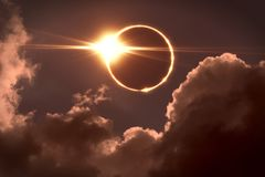 Free Total Eclipse Of The Sun. The Moon Covers The Sun In A Solar Eclipse. Royalty Free Stock Photos - 122398998